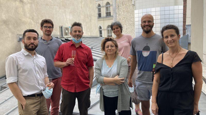 L'équipe de Zone-Ah! accompagnée de leurs deux facilitateurs Janvier Masters (Michèle Albertini et Marie Le Magueresse)