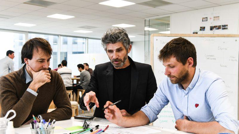 Nicolas Pasquet (au centre) en pleine animation avec les équipes RTE