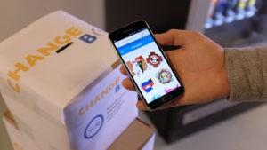 Utilisation pratique d'un Prétotype d'application mobile, réagissant avec un objet physique.